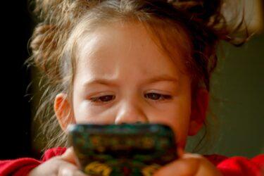 スマホが与える4つの悪影響 後半【子どもへの悪影響は知っておくべき事実】